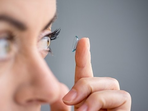 Ученые предупреждают об опасности ношения контактных линз