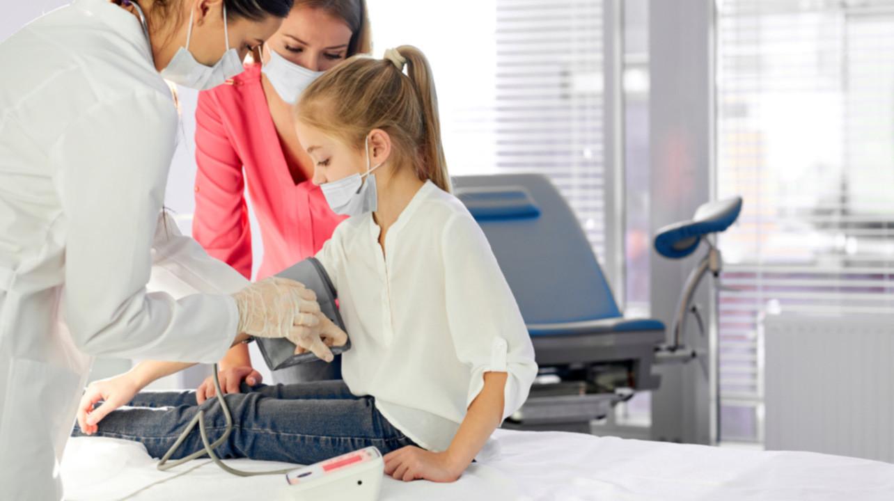 Почему контроль веса, давления и холестерина в детстве важен для защиты функций мозга