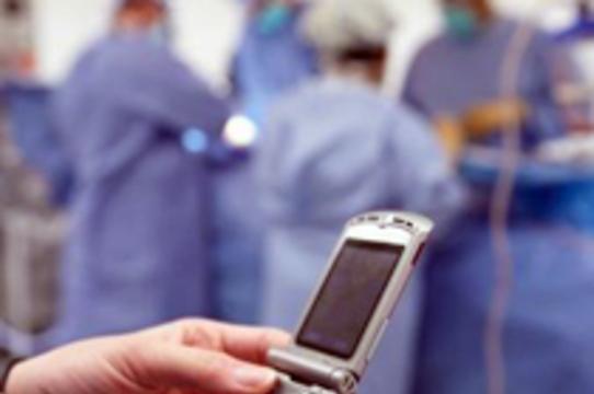 Шведскую медсестру накажут за [размещенные в интернете фотографии операций]