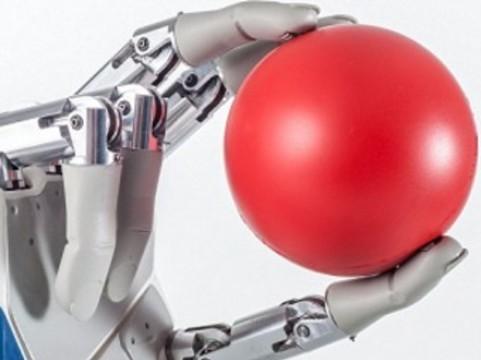 Швейцарские ученые разработали [бионическую руку с чувством осязания]