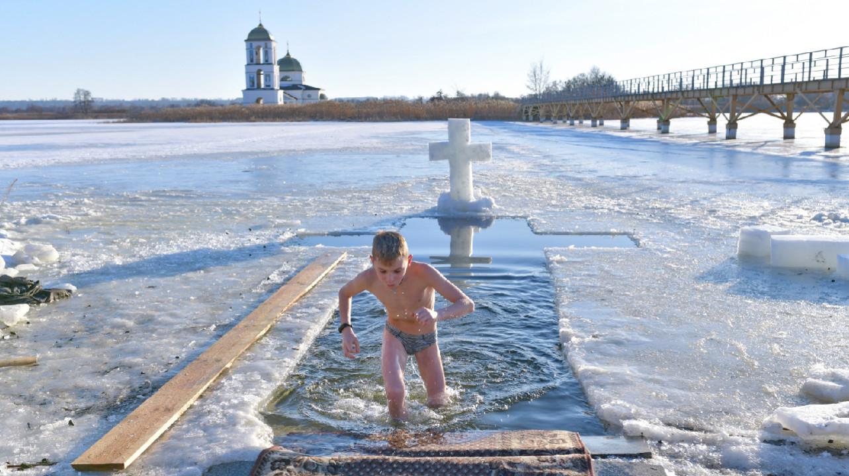 Врач предупредил об опасности крещенских купаний после COVID-19