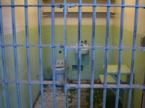 Перед отправкой в карцер [заключенных будут осматривать врачи]