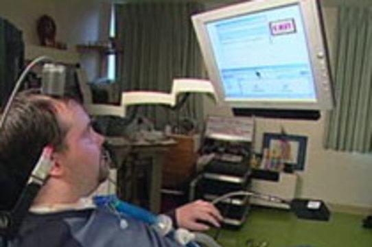 Электронный имплантат помог инвалиду [перемещать предметы силой мысли]