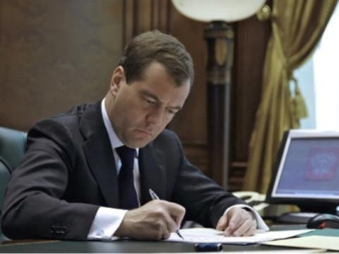 Медведев утвердил [состав правительственной комиссии по охране здоровья]