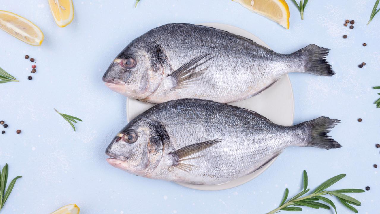 Всего две порции жирной рыбы в неделю могут помочь людям с болезнями сердца