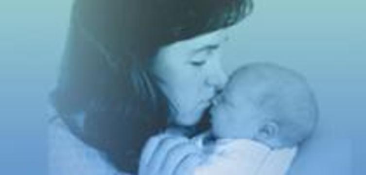 Найдена причина, почему младенцев на руках держат слева