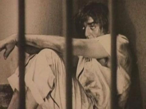 Заболевших заключенных [будут посещать врачи из госбольниц]