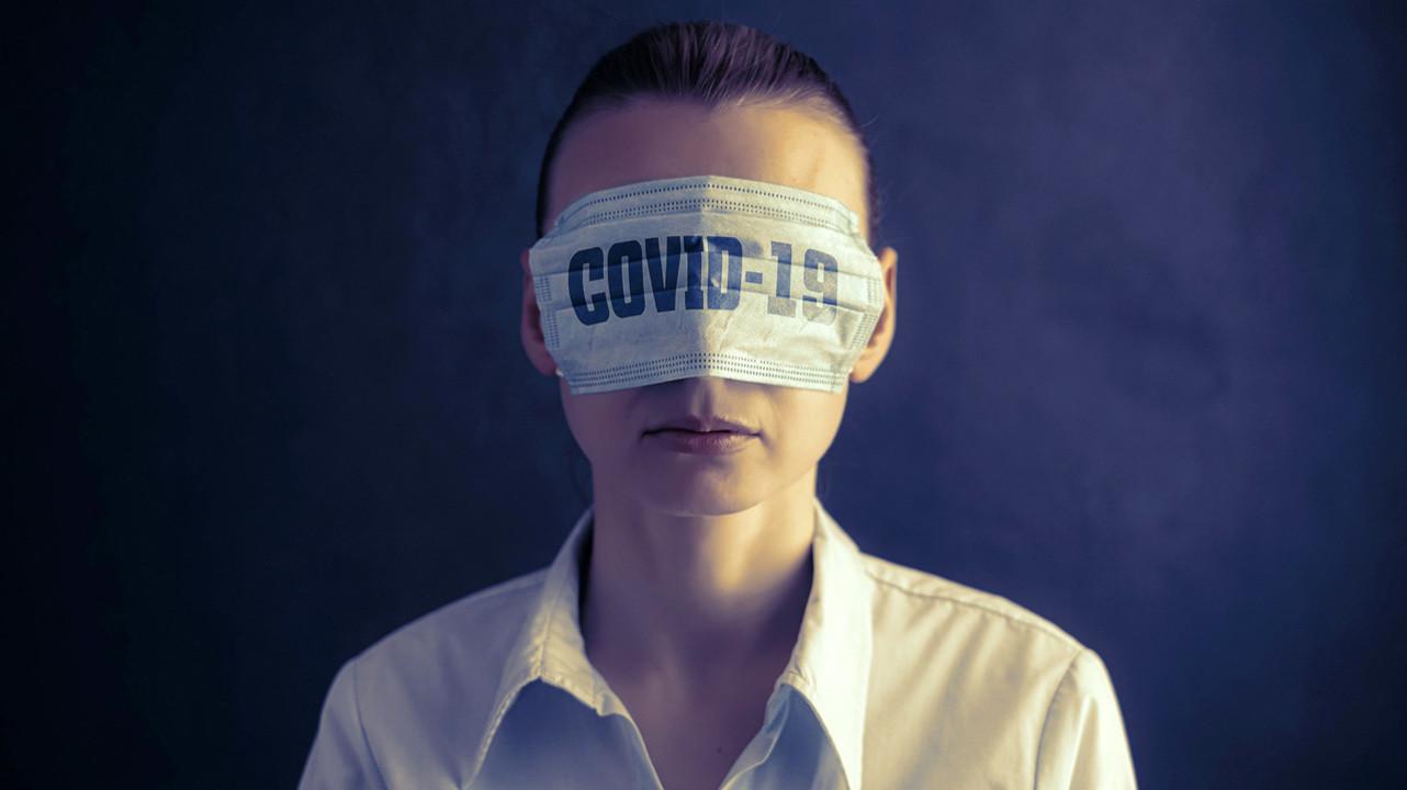 Сторонники теорий заговора о COVID-19 имеют повышенный риск заражения и увольнения