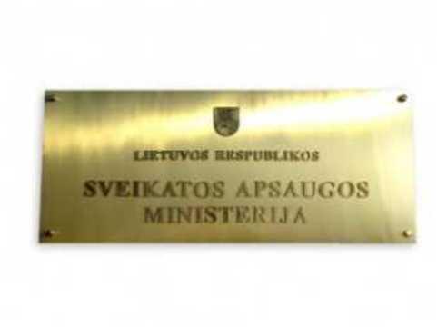 Литовские медики принесли к зданию Минздрава [мешок для трупов]