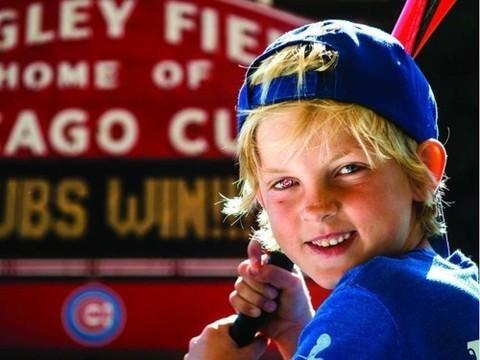 7-летнему мальчику на протезе глаза нарисовали логотип любимой команды