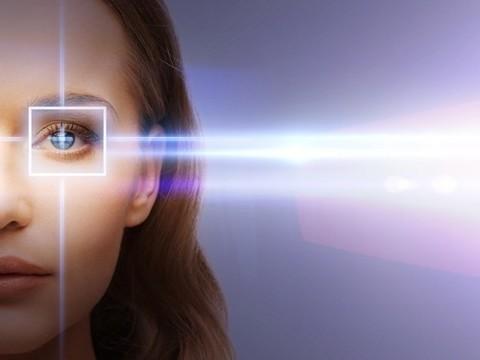 Представлены «бионические линзы», дающие зрение в три раза острее нормального