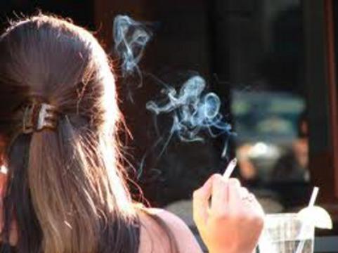 Жители Швейцарии выступили [против полного запрета на курение в общественных местах]
