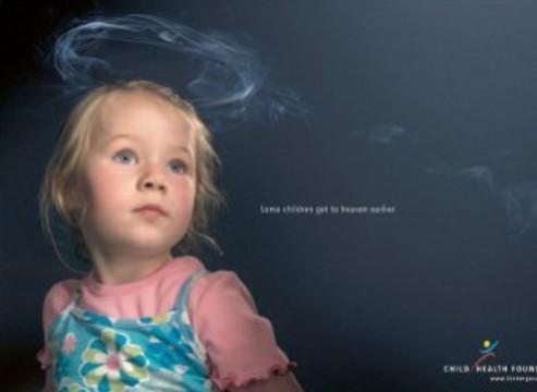 Пассивное курение [наносит больший вред девочкам]