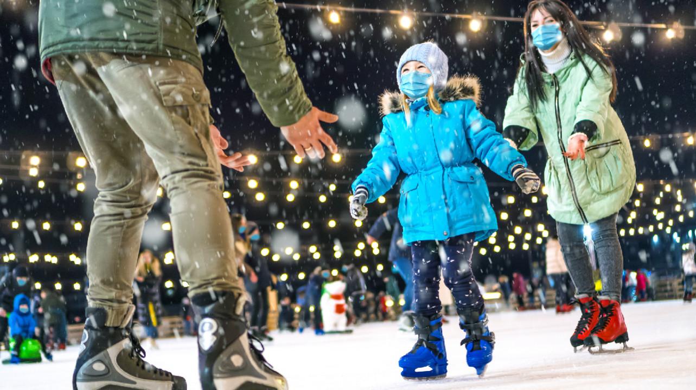 «Осторожный оптимизм»: в Москве разрешили массовые мероприятия и отменили «дистант»