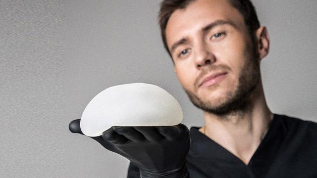 Удаление грудных имплантатов может улучшить самочувствие женщины