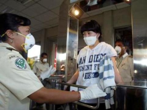 Власти Индонезии обязали всех туристов [носить маски]