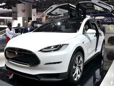 Автопилот Tesla помог водителю с легочной эмболией добраться до больницы вовремя
