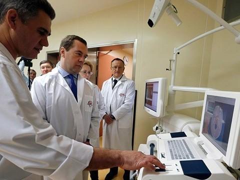 Медведев поручил повысить ответственность граждан за состояние своего здоровья