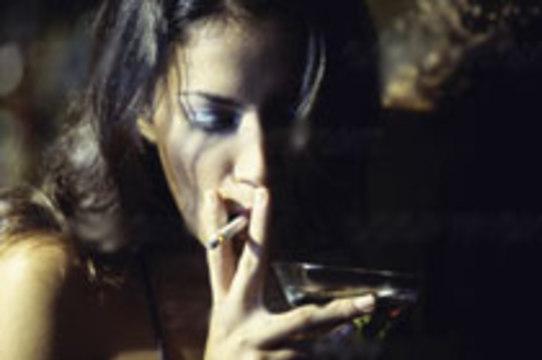 Никотин [ослабляет действие алкоголя]