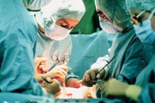 Французские хирурги пересадили пациенту [часть лица и руки]