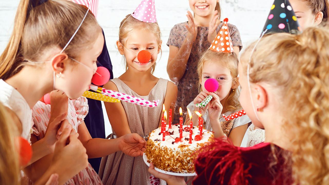 Риск заражения COVID-19 в семьях оказался выше после детских дней рождения