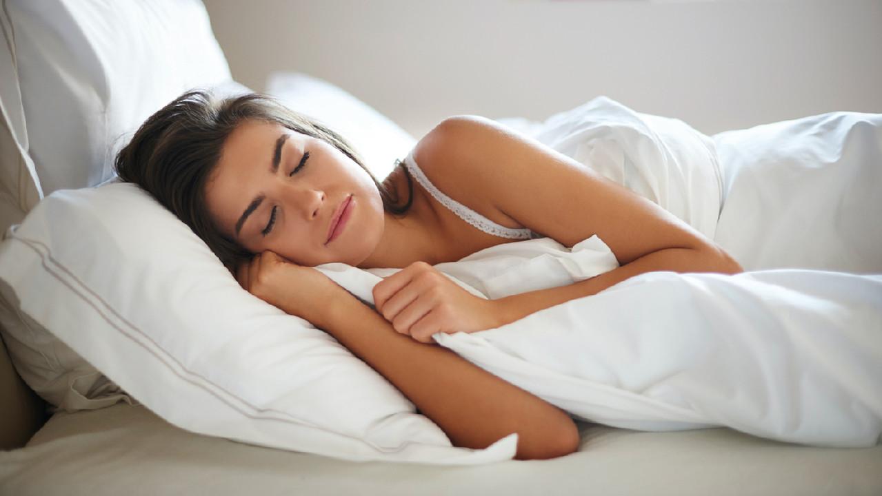 Марш в кровать: 5 важных фактов о пользе здорового сна и опасности бессонницы