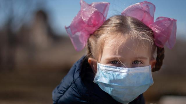 Сотни российских школ и классов закрываются на карантин из-за коронавируса и ОРВИ