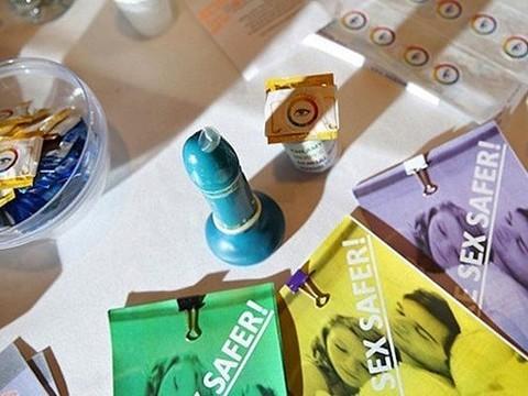 «Умные» презервативы меняют цвет при контакте с вирусами и бактериями
