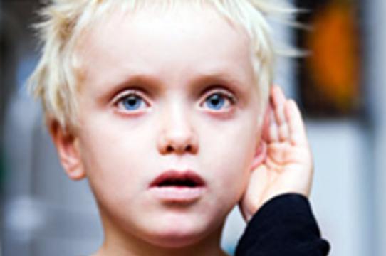 Мозг аутичных детей [медленнее реагирует на звуки]