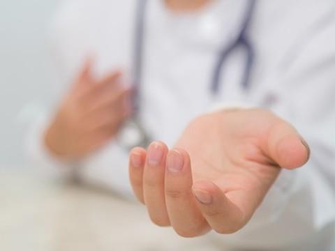 Пожилым людям эффективнее лечиться у женщин, чем у мужчин