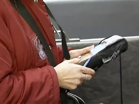 Разъездной билетный кассир приняла роды у пассажирки пригородного поезда