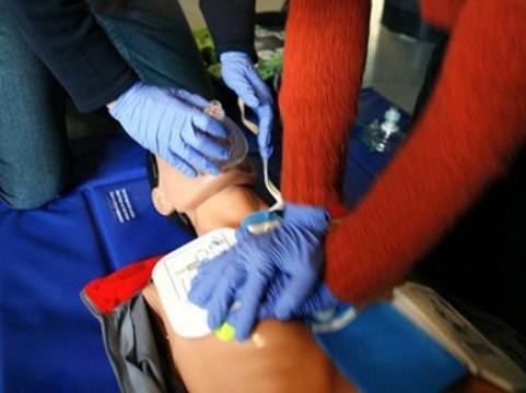 [Сердечный приступ не помешал] врачу «скорой» в Детройте реанимировать пациента