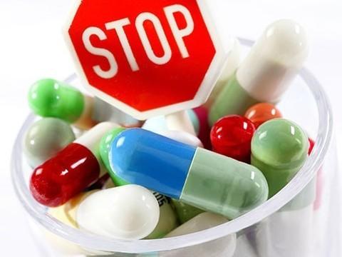 Люди, которые возят с собой антибиотики, часто применяют их неоправданно