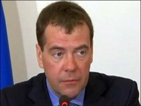 Медведев потребовал от регионов [завершить модернизацию к лету]