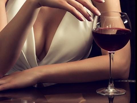 Употребление алкоголя может спровоцировать рак груди