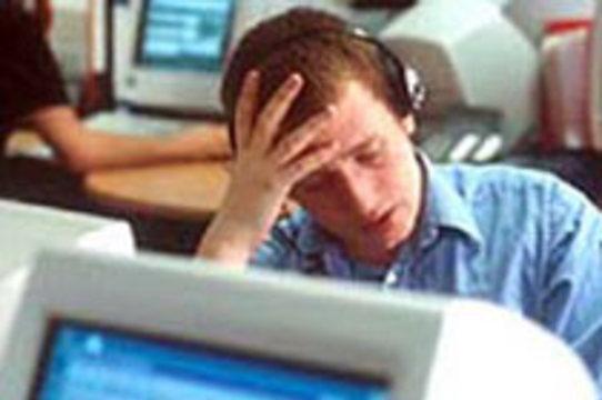 Офисные работники болеют из-за стрессов