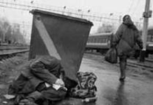 Московские власти не будут укрывать бездомных от холода в метро