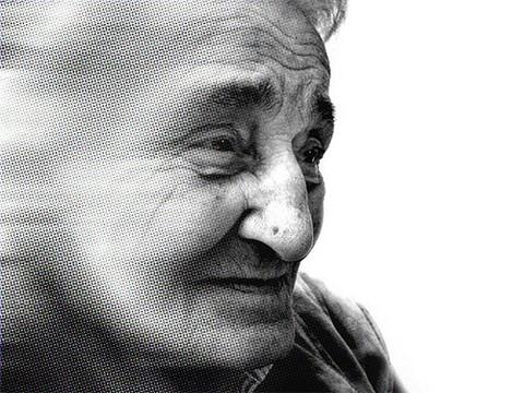 Ученые рассказали, почему женщины чаще страдают от болезни Альцгеймера