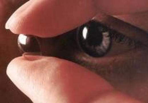 Контактные линзы повреждают глаза