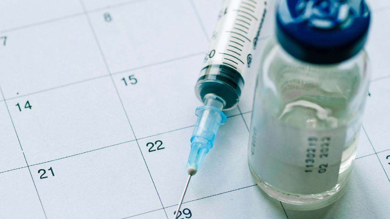 Вакцинацию от COVID-19 включили в Национальный календарь прививок. Она станет обязательной?