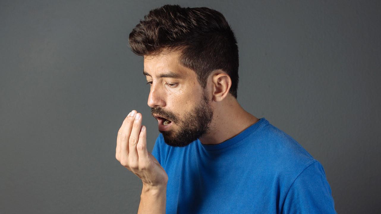Ученые создали портативный прибор для мониторинга запаха изо рта