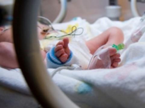 Охлаждение задохнувшихся в родах младенцев [удваивает их шансы на жизнь]