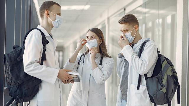 Студентов московских медвузов обязали проходить практику в больницах, где лечат COVID-19