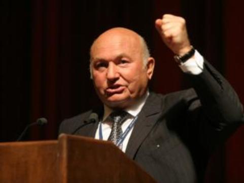 Лужков накажет чиновников за медленную адаптацию Москвы [к нуждам инвалидов]