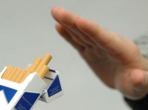 Большинство россиян высказались [против курения на работе]