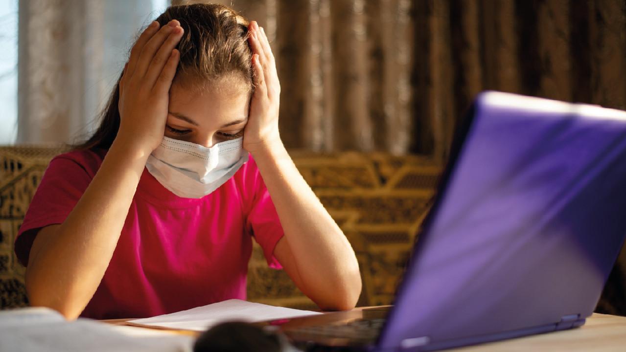 Уровень стресса школьников повысился на дистанционном обучении — опрос