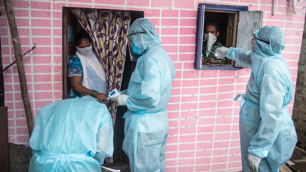 СМИ: в Индии двое врачей трижды перенесли COVID-19