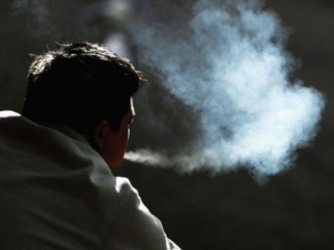 Работникам американской больницы [запретили пахнуть табачным дымом]