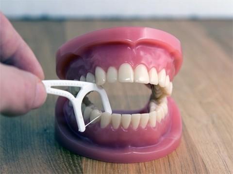 Польза зубной нити под сомнением