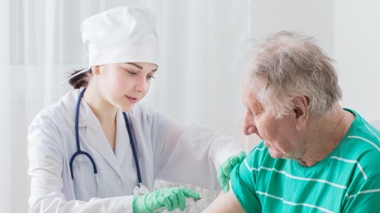 Вакцинация россиян старше 60 лет планируется в начале 2021 года